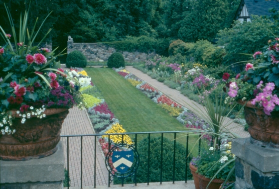 The sunken garden at Cranbrook House in full bloom, 2003.  Balthazar Korab, Cranbrook Archives.