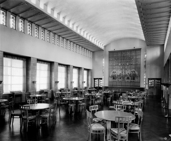 Dining Hall, Kingswood Campus.  The May Queen Tapestry, designed by Loja Saarinen and woven by the Studio Loja Saarinen weavers, hangs against the wall.  Cranbrook Archives.