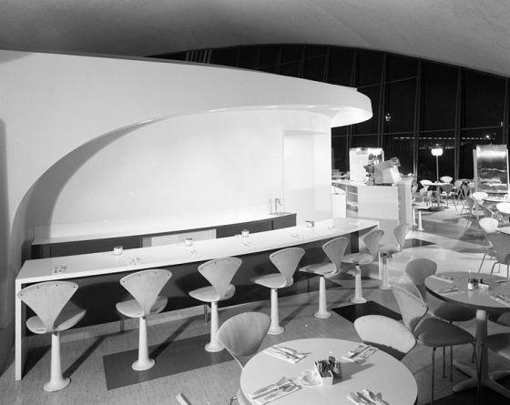 Union News Restaurant, Idlewild Airport (JFK), New York.  1962, Library of Congress/Gottscho-Schleisner Collection