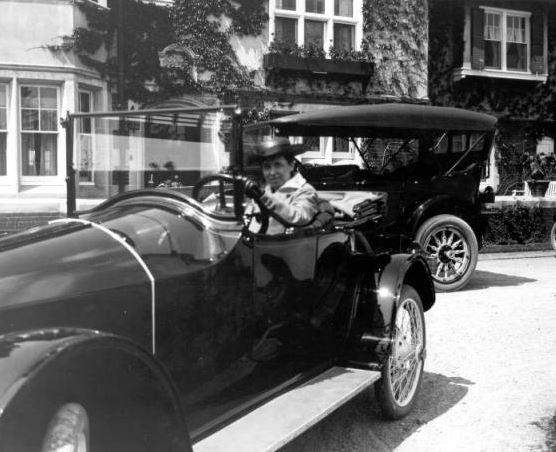Alexandrine McEwen in her Scripps-Booth, 1916.  Cranbrook Archives.