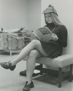 KS student Lucy Chase Williams, head of the TTM, reads an issue of the Clarion in the Kingswood School Common Room, 1973. Photograph courtesy of Lucy Chase Williams.