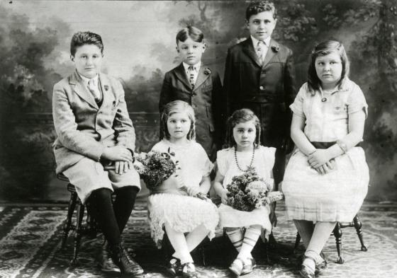 Portrait of the Vettraino family children. From left: Dominick, Sam, John, Concetta (Connie), Rose, Annette.