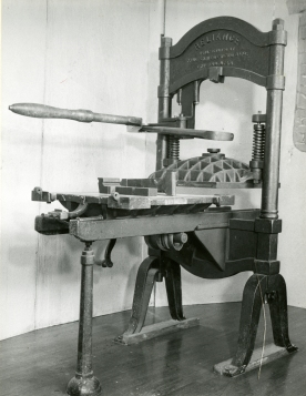 Lion Reliance Printing Press used at the Cranbrook Press, 1900-1902. Copyright Cranbrook Archives, Center for Collections and Research.