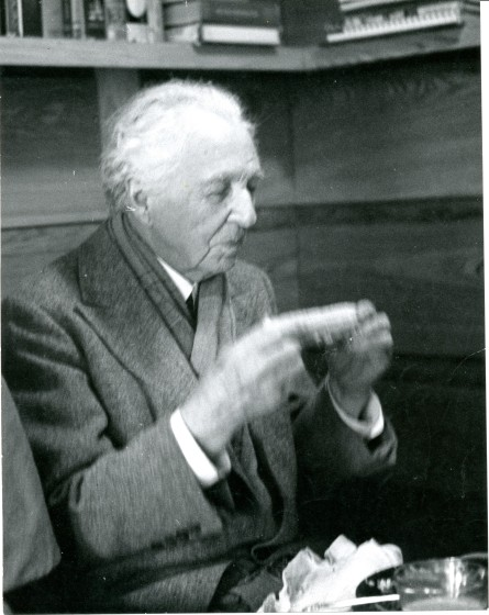 Frank Lloyd Wright lunches on corn-on-the-cob at Smith House.
