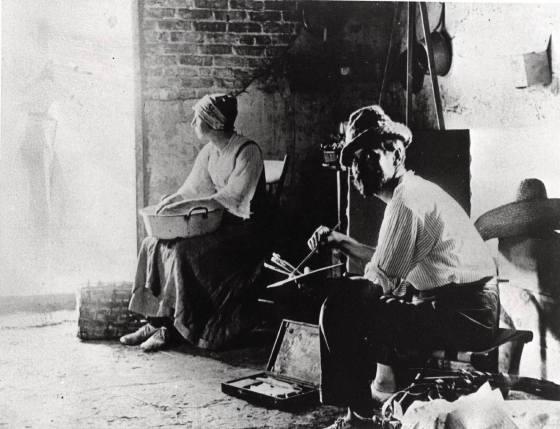 Barlow in his studio after 1900. Courtesy of Nancy Brett (Barlow's great-niece) on Temple Beth-El Facebook page.